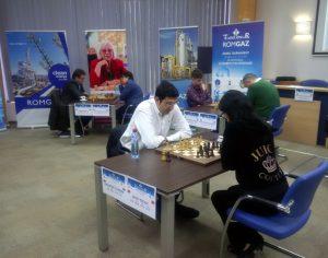 Turneul Regilor Romgaz: Hou Yifan vs Vladimir Kramnik (video)